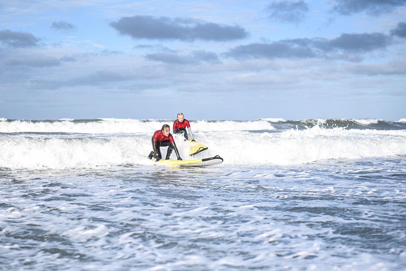 Surfing på HF Cold Hawaii i Klitmøller